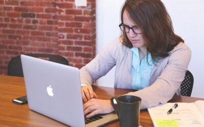 Lavorare al PC: come rilassare fronte ed occhi