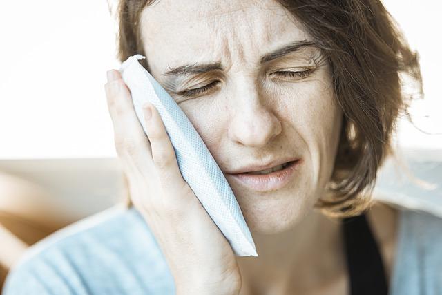 Dolore alla mandibola: sintomi, cause e cura